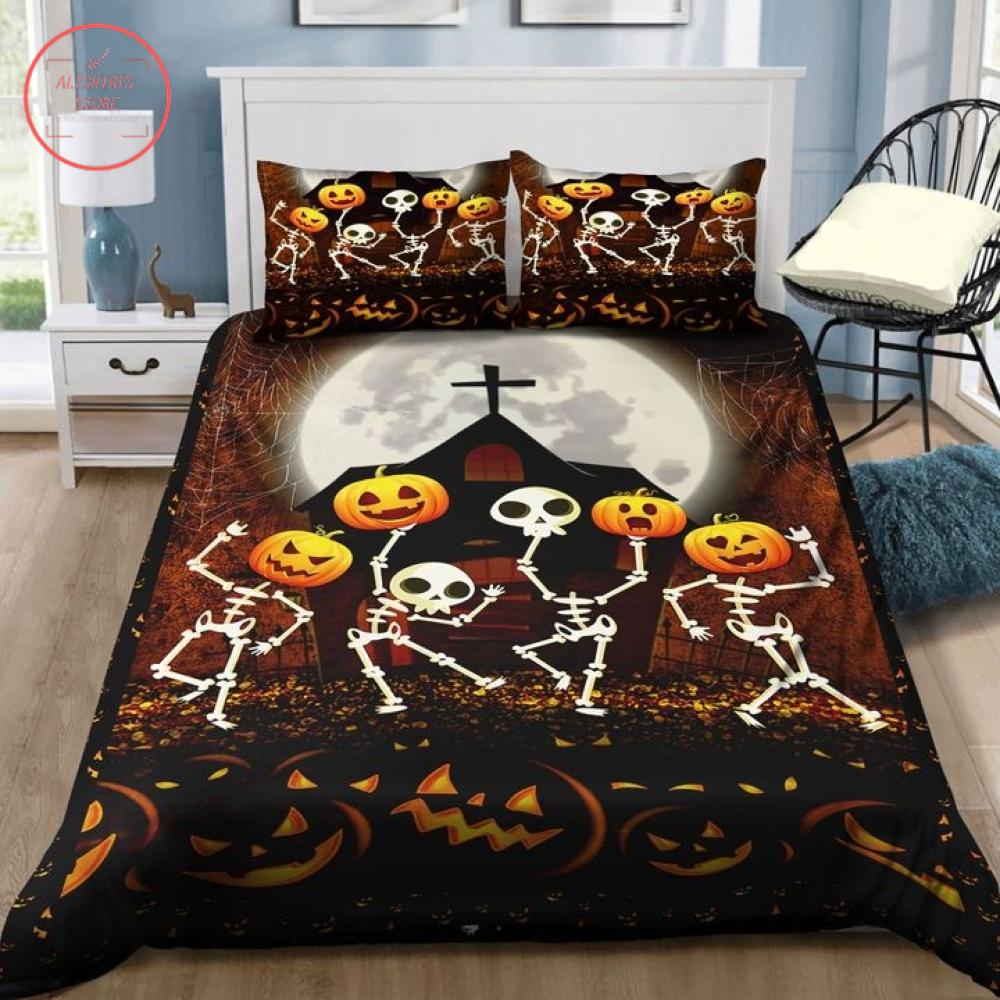 Skeleton Pumpkin Dancing in Halloween Night Blanket